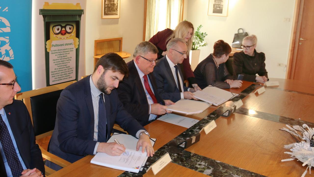 Potpisan ugovor o financiranju postrojenja za sortiranje odvojeno prikupljenog otpada u Mihačevoj dragi