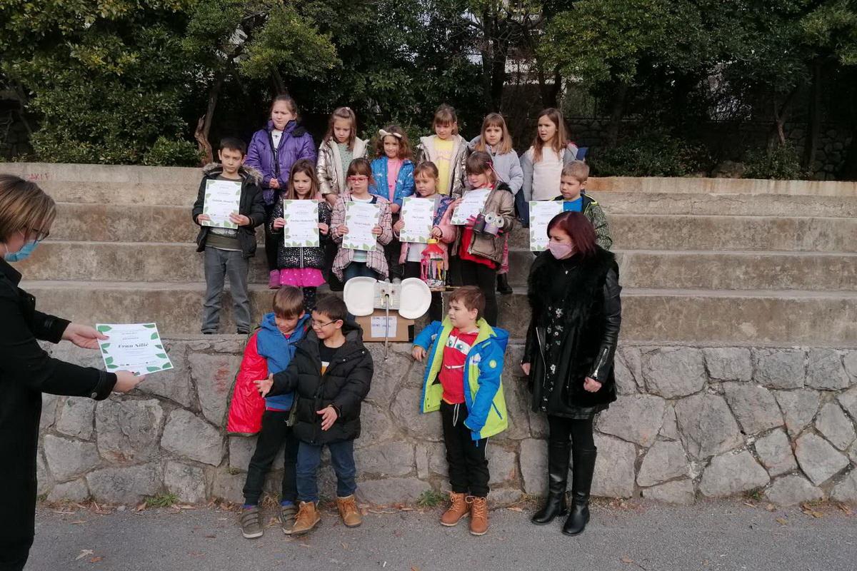 Učenici 1.a razreda OŠ Kantrida i pobjednik u mlađem uzrastu Fran Silić
